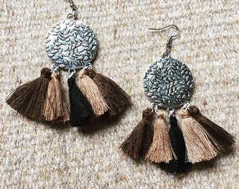 Dangling earrings with 5 beige black PomPoms and chestnuts