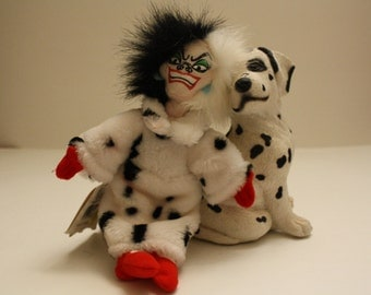 Vintage Walt Disney beanie doll, 101 Dalmatians Cruella De Ville, Disney store beanie doll, Disney collector, Disney Villians, cruella toy