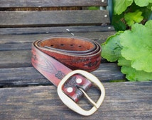 whiskey brown tooled leather belt / 70s vintage / cowboy country western boho hippie / brass buckle / floral geometric psychedelic pattern