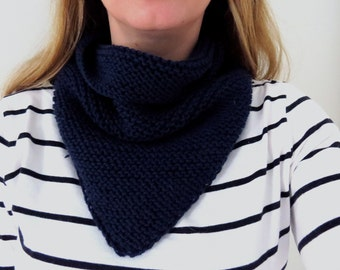 Triangular snood for adult handknitted 100% wool - navy blue