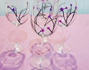 Set of 4 wine glasses with flower stem design