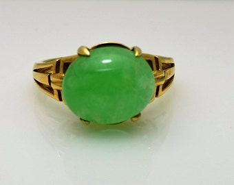 Lady's Yellow 10 Karat green stone Ring Size 8