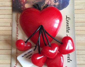 Vintage inspired Valentine heart brooch, 40s 50s style, bakelite / Lucite style