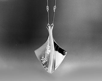 Sterling Silver Pendant, Chilled Champagne.