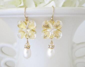 Gold Swarovski crystal earring, Crystal and freshwater pearl bridal earring, Gold wedding earring