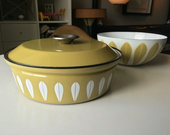 Near Mint Cathrineholm Dutch Oven in Gold with Lid