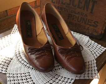 Hill and Dale Womens Shoes - Womens Pumps - Brown Leather Pumps - Size 6