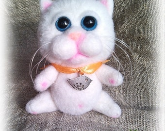 needle felted cat Toy Felted wool Felted cat toy White cat Green eyes Fluffy Felted cat toy