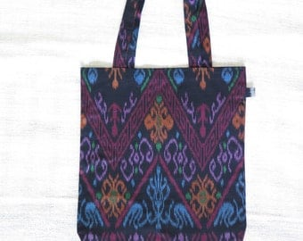 Tote bag IKAT rounded, model Kiwon