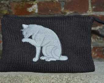 pouch made knitted with cat embroidery