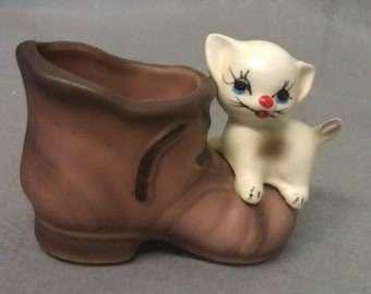 Enesco Siamese Cat-Kitten on the Shoe Tooth Pick Holder