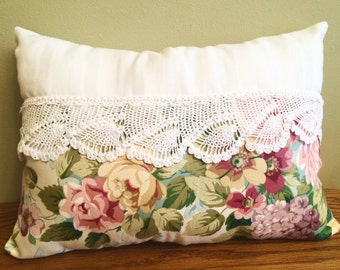 20-10-15 Shabby Chic, Crochet & Floral Vintage Pillow