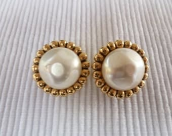 Vintage clip on earrings signed CHANEL - 1954-1971