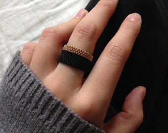 Gaïa beaded ring - black and gold Miyuki beads