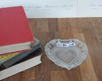 Vintage Glass Heart Trinket Dish, Good Condition, Retro,Boho, Dressing table set, glass heart, Vintage Glass.