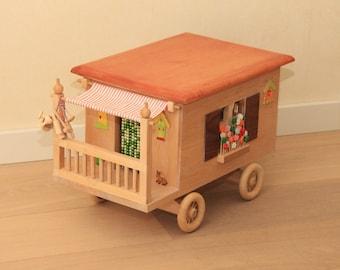 Play dolls caravan