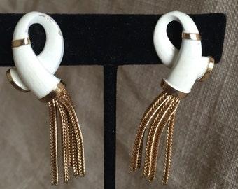 Vintage tassel earrings. Ivory enamel and gold tone tassels. Lightweight