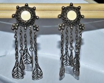 Vendome unsigned dangling earrings