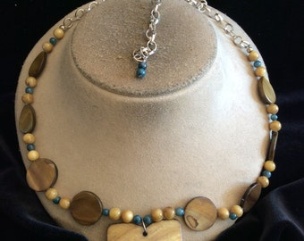 Vintage Tan Blue Brown Glass Beaded Glass Floral Shell Pendant Necklace