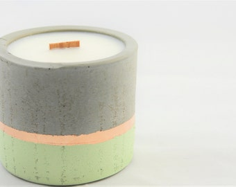 Eco soy scented candle in the color pistachio with wood Wick