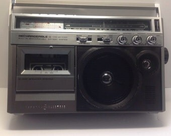 GE Very Rare am fm cassette from the 80's.   Super Radio   Pristine condition in box