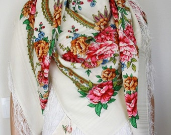 Pavlovo Posad russian shawl 100% wool with silk fringe 146x146cm (57x57inhes) 1544-1