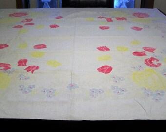 Vintage Cottage Retro 50's Floral Tablecloth 48 inch square