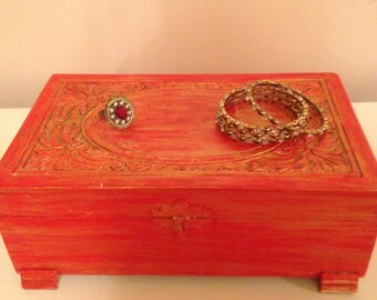 Carved wooden Jewelery box in red and gold.