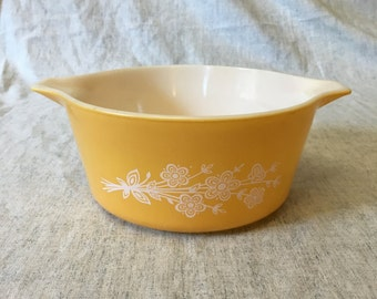 Vintage Pyrex Butterfly Gold 474B 1.5 Quart Casserole Dish, Cinderella Casserole Dish