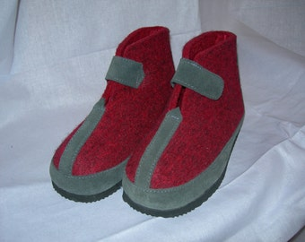 Vintage Kids Felt Shoes Slippers Booties Cold Climate Slippers Red and Grey Slippers