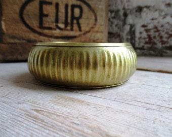 VINTAGE Brass bangle bracelet with straight pattern