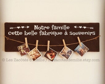"Wooden wall sign ""Notre famille, cette belle fabrique à souvenirs"" in vintage style to hang your best photos"