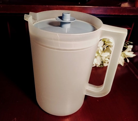 Tupperware 2 5 Quart Pitcher Country Blue Servalier Sealing