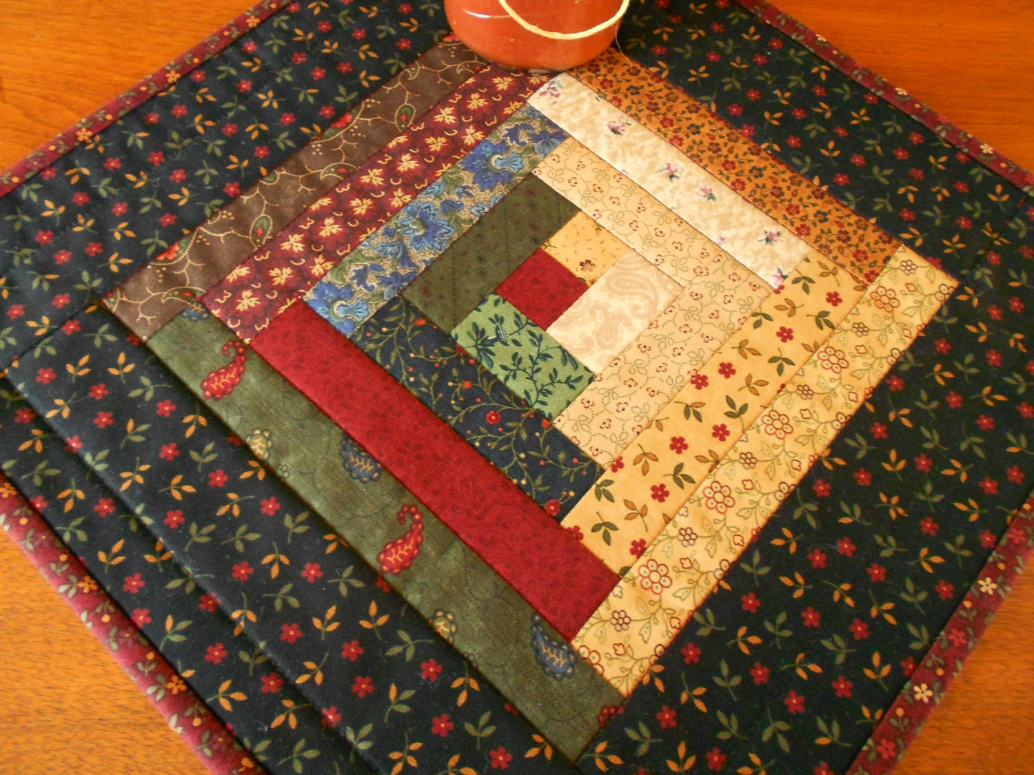 Free Patterns For Quilted Candle Mats : Quilted Log Cabin Candle Mat/Small Quilt County Colors of