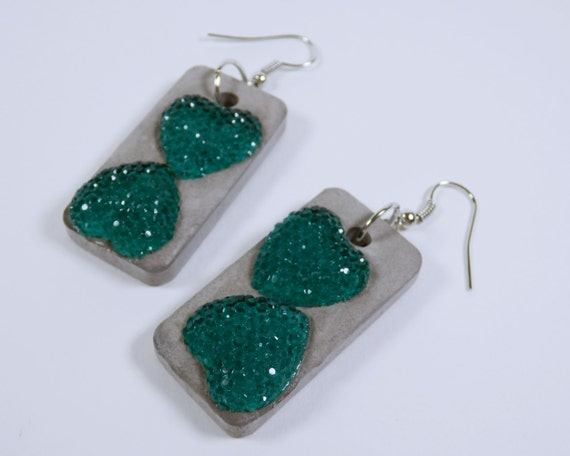 Earrings made of concrete with turquoise green heart stones on silver-colored earrings concrete jewelry unique concrete turquoise concrete jewelry Heart