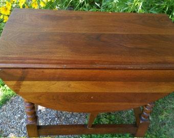 American drop leaf side table **SOLD**