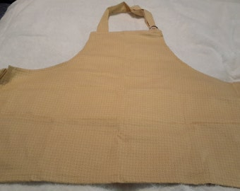 Everyday apron size small to large. Adjustable let strap with 4 pockets.