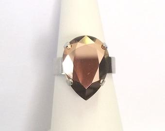 Adjustable ring set with a Swarovski Crystal Rose Gold cabochon