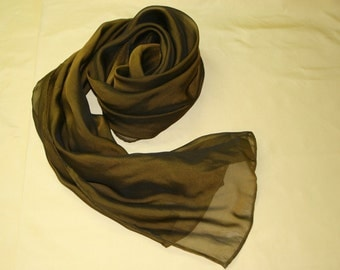 silk scarf iridescenting in olivgreen / black