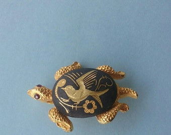 DA6 Damascene Turtle Pin with Red Rhinestone Eyes and Goldtone with Black back