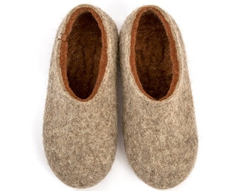 Men's felted slippers. House shoes in Natural Organic Wool, Felted Wool Clogs as a husband gift. Made in Natural wool gray and brown
