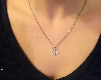 Simple anchor necklace