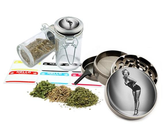 "Marilyn Monroe - 2.5"" Zinc Alloy Grinder & 75ml Locking Top Glass Jar Combo Gift Set Item # 50G012516-11"