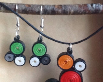 Necklace and earrings in quilling