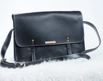 Vintage style messenger shoulder bag