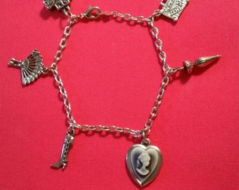 Cameo Dangling Pendant Bracelet