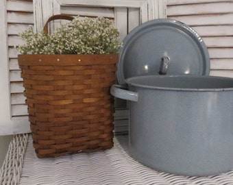 Gray Speckled Enamelware Pot With Lid - Farmhouse Kitchen Decor