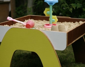 Kids wooden sand table
