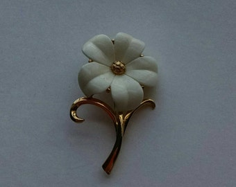 MONET Vintage White and Gold Flower Brooch Pin