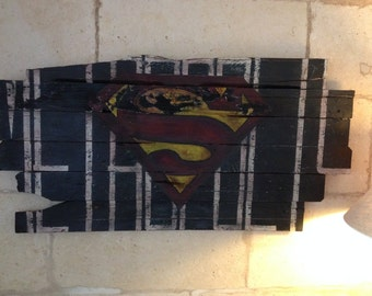 Painting on recycled pallet wood
